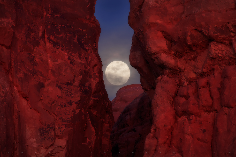 Moon, Arches national Park, photo